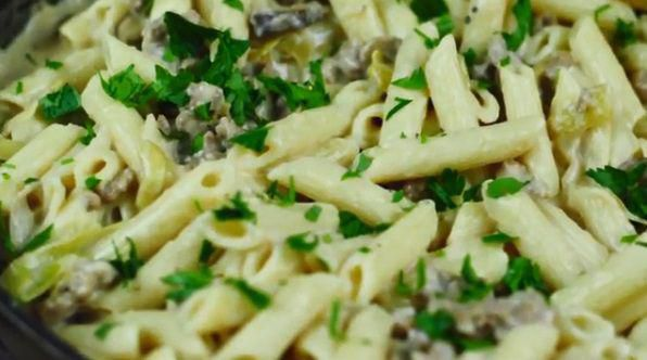 香肠蘑菇阿尔弗雷多意面 菜谱 | 赛厨易
