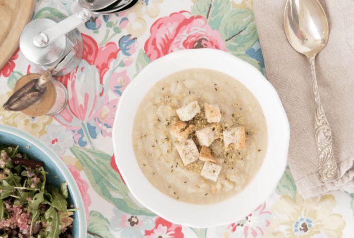 芹菜根梨汤配上超级美味的油炸面包片 菜谱 | 赛厨易