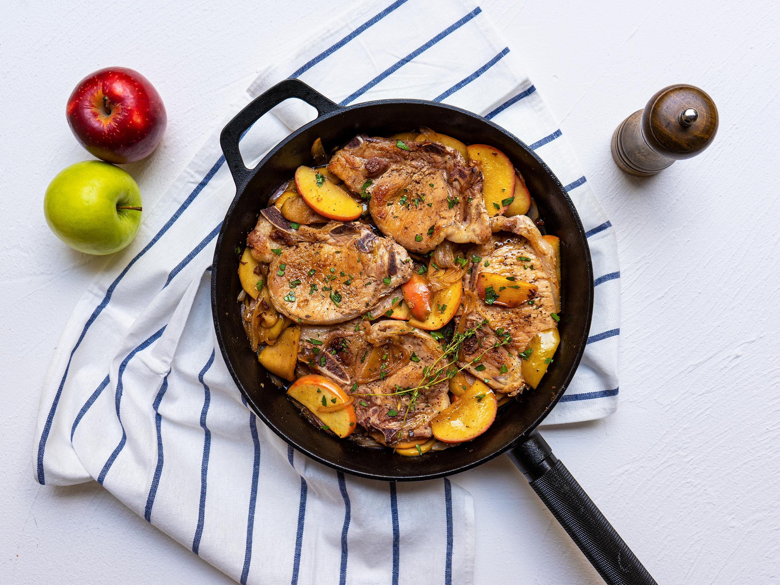 煎猪排配焦糖苹果和洋葱 菜谱   赛厨易